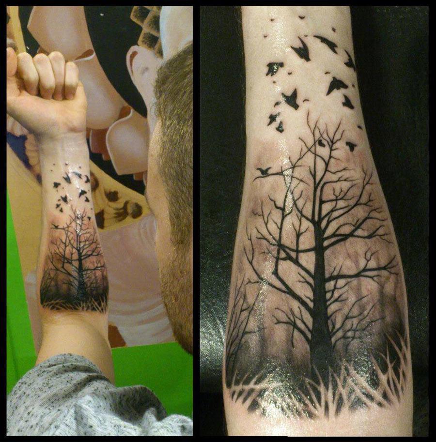 Лес тату на руке лес с птицами